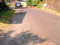 Jalan Provinsi di Barulak Rusak