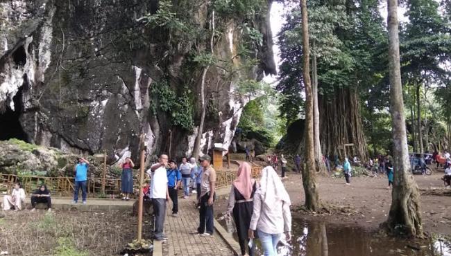 Pengunjung Goa Batu Kapal Sedikit Menurun Top Satu