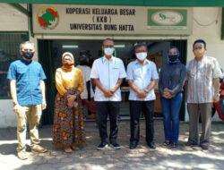 Dosen Universitas Bung Hatta Bagikan Bantuan kepada Masyarakat