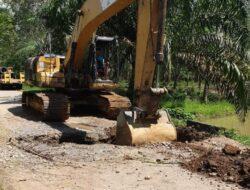 Bupati Dharmasraya Respon Keluhan Warga, Jalan di Tiumang Diperbaiki