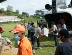 Helikopter BNPB Antarkan Bantuan APD ke Tanah Datar