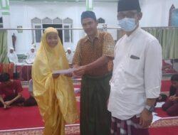 Mantap, Pengurus Masjid Albadriyah Lansano Bagikan Bantuan Lebaran