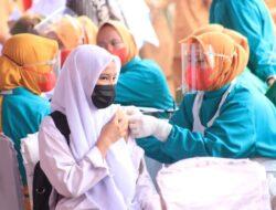 Ribuan Pelajar di Dharmasraya Ikuti Vaksinasi Covid-19