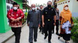 Wagub Audy Joinaldy Serahkan Bantuan 53 Unit Mesin Tempel