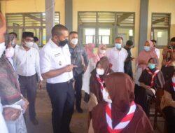 Wagub Sumbar Tunjau Pelaksanaan Vaksinasi di SMA 3 Batusangkar